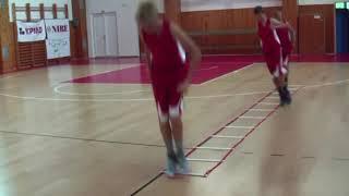 VIDEO: Cvičení na koordinačním žebříku, balančních podložkách a překážkách.