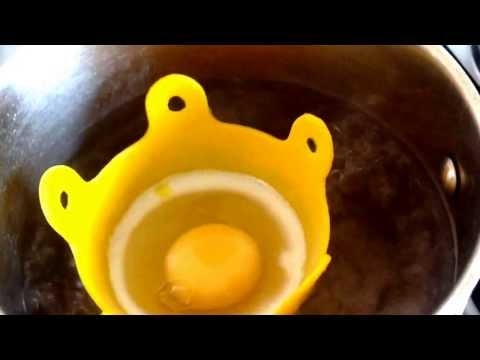 How to ...Poach an egg in an egg basket.