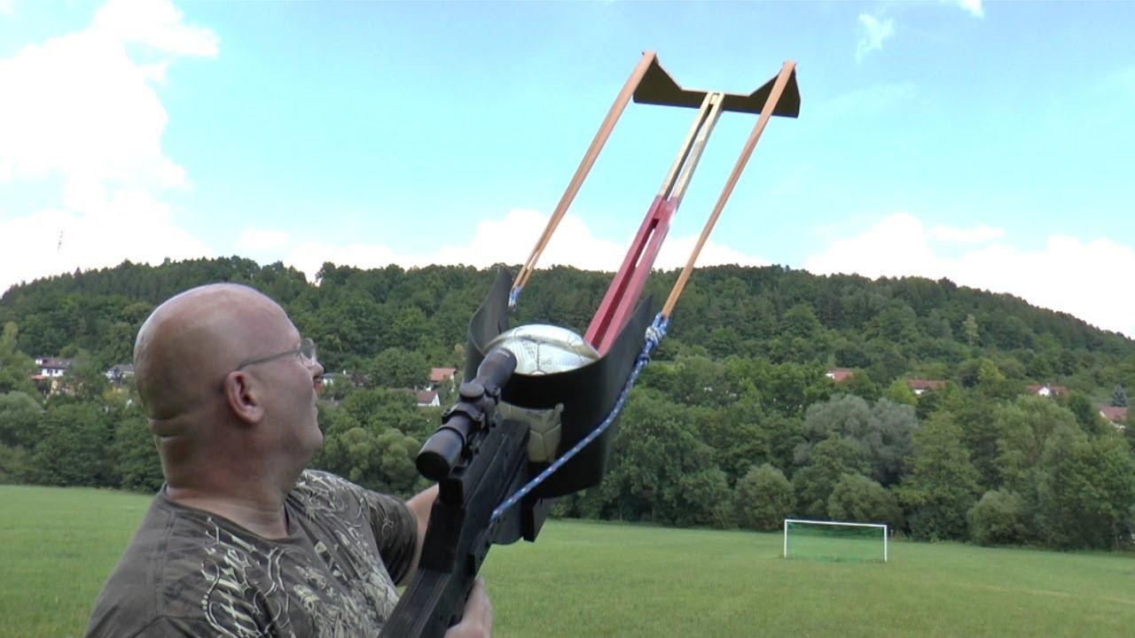 Une arbalète à ballon de foot