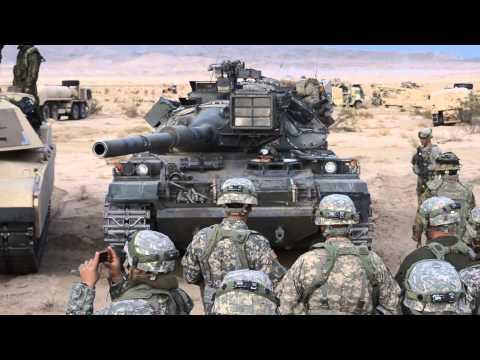 74式戦車の姿勢制御を始めて見る米陸軍兵士達