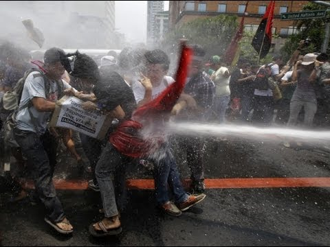 Obama protesters put down with fire hoses - OH THE IRONY!
