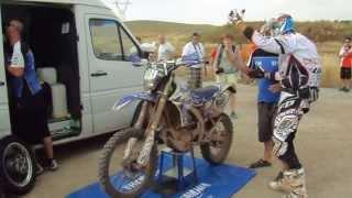 il rifornimento al km 120 della prima ps di Alessandro Ruoso al Baja Aragon 2013