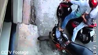 [BIKE THEFT CAUGHT ON CCTV CAMERA!] Video