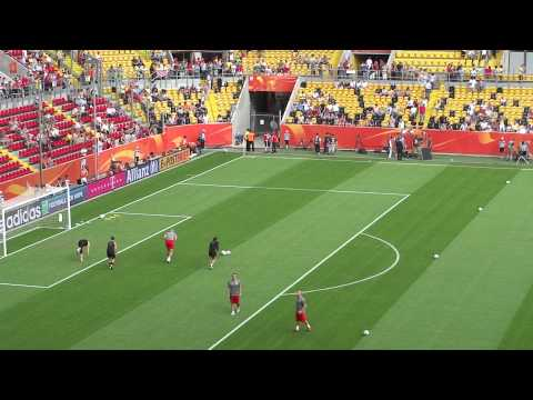 Dasyat  Brazil vs USA - warm up with Hope Solo. Jill Loyden + Nicole Barnhart Full   Keren Banget