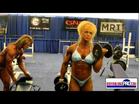 Female Bodybuilders Pump Room - 2013 Arnold -OtF-uTJt8Sg