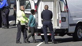 اعتقال امرأة كادت تدهس رجال شرطة قرب البيت الأبيض الأمريكي   |   قنوات أخرى