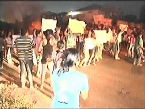 População de Monte Alegre de Minas faz manifestação na cidade