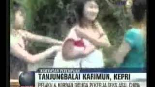 Video Cewek Wanita Ditelanjangi di Balai Karimun Riau 3gp.flv [www.keepvid.com].webm view on youtube.com tube online.