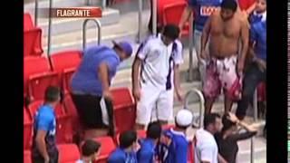 Torcedor do Cruzeiro pisa e rasga camisa do Atl�tico em Bras�lia