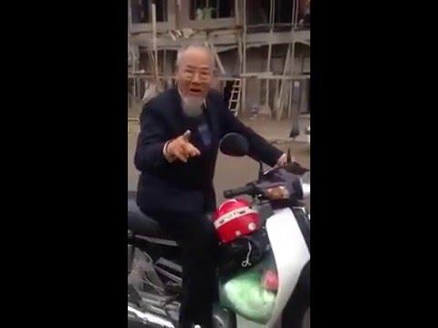 Ngáo Đá ông già 80 tuổi bốc đầu xe máy cực chất