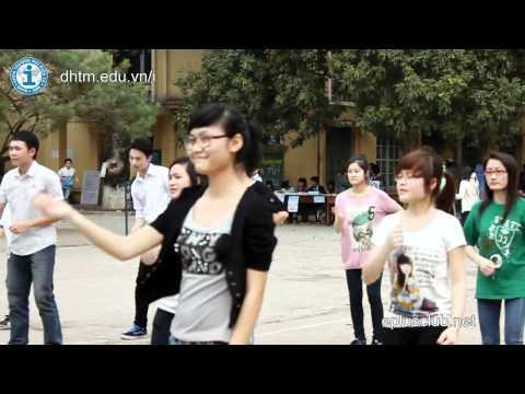 Sinh viên ĐH Thương Mại nhảy Flashmob mừng sinh nhật  Eplus CLub
