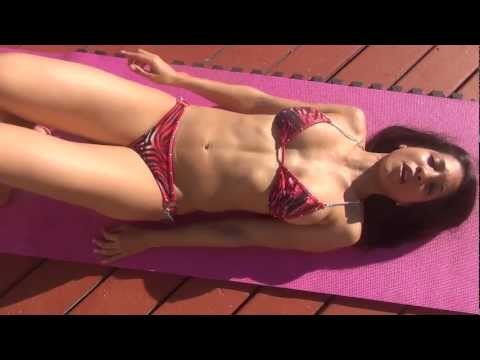 Fitness model Andrea Guillot Bikini Ab Workout