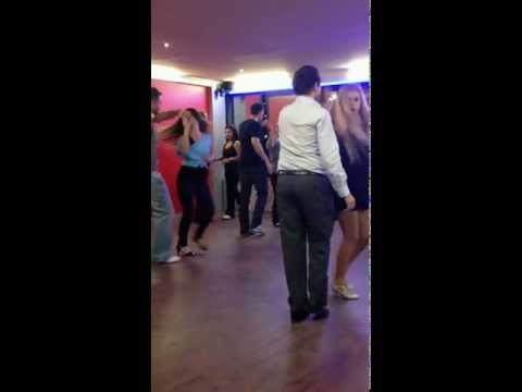 Taksim Dans Kursu öğrencileri Salsa dersinde ;)