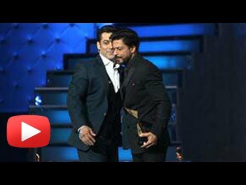 Salman Khan Congratulates Shahrukh Khan For Chennai Express At Star Guild Awards 2014