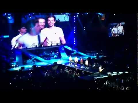 Teenage Dirtbag - One Direction - Mohegan Sun Arena 11/30/12