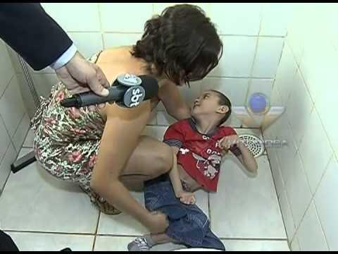 Mãe de menino em cadeira de rodas pede ajuda para acessibilidade em casa
