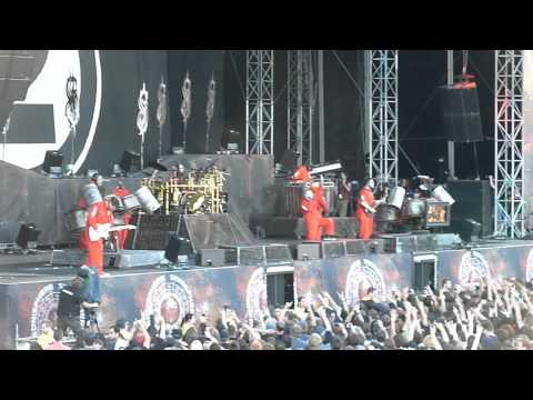 Slipknot live at Sonisphere Basel 24.6.2011 - Sid Wilson jumping off a truck / Audience interaction