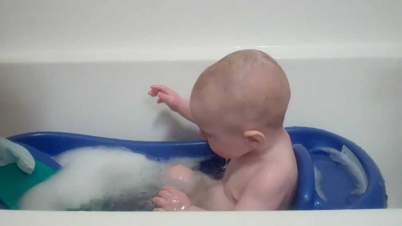 6 month old baby c splashes in the bathtub youtube. Black Bedroom Furniture Sets. Home Design Ideas