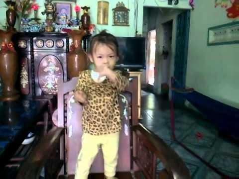 thần đồng nhí 3 tuổi nhảy Con Bướm xuân điệu nghệ