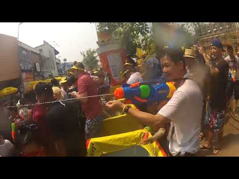 Songkran Festival 2014 - World's Biggest Water Fight - Chiang Mai, THAILAND (part1)