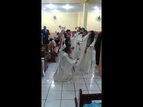 Grupo de gestos Maranata: Quem me vê cantando