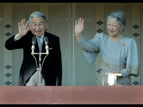 Japanese Emperor Akihito greets well-wishers from balcony