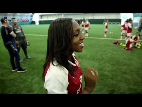 I THINK I'LL HANG IT IN THE DRESSING ROOM! | Arsenal Women's Photo call