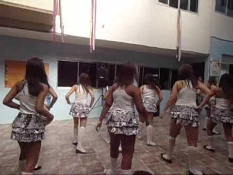 Meninas do 2°ano do ICA dançando Xote das meninas - Luiz Gonzaga