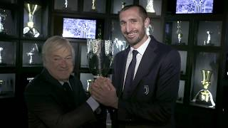Giorgio Chiellini brings the Super Cup to Juventus Museum!