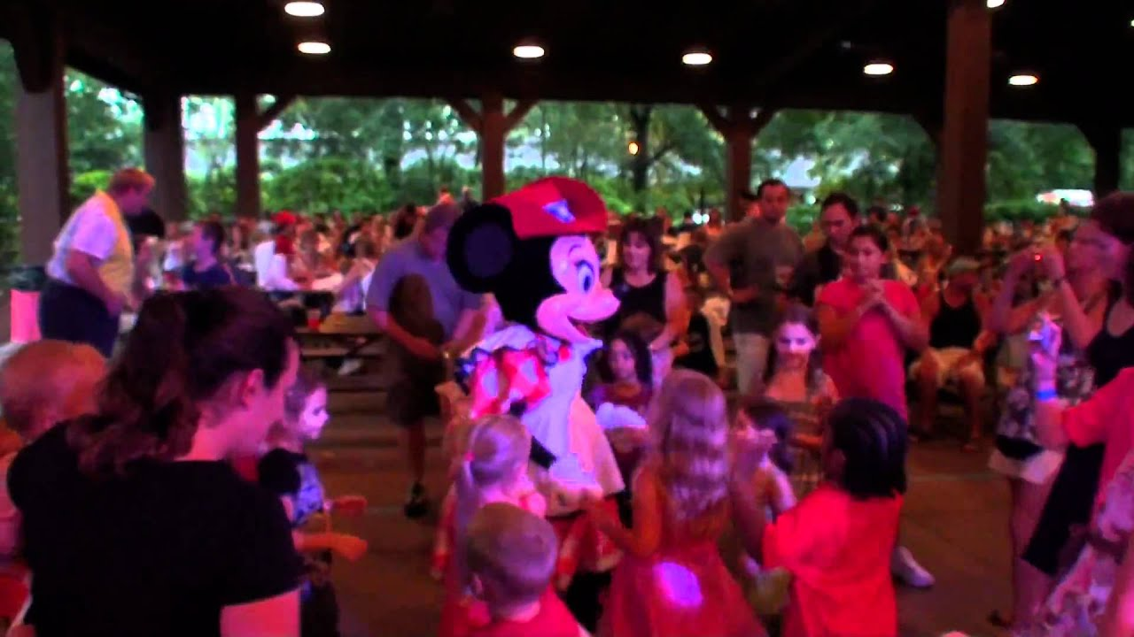 Backyard Party Line Dance : Minnies Backyard BBQ Walt Disney World ????BBQ  YouTube
