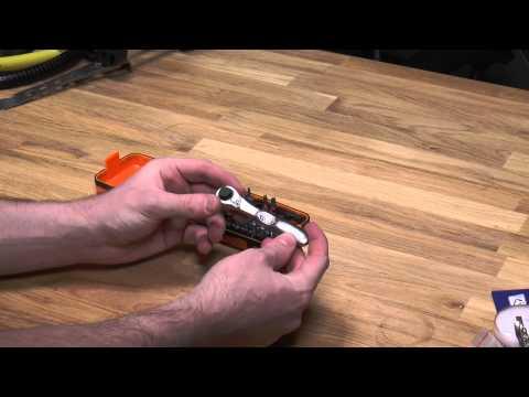 Hình ảnh trong video Kobalt Triple Cut Utility Cutter Review