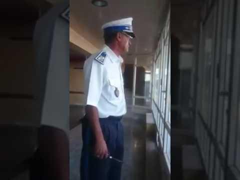 شرطي بقراءة قرآن رائعة