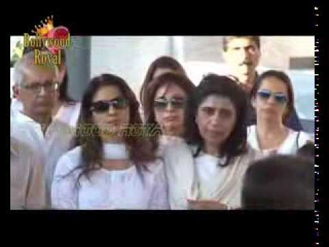 Bollywood celebs at Juhi Chawla,s Brother Bobby Chawla Funeral  1