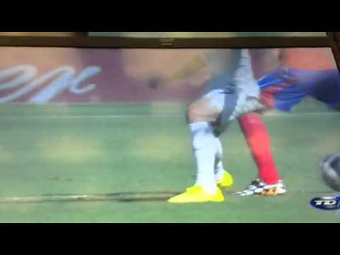 Jugada de Bryan Ruiz en el partido entre Costa Rica e Inglaterra