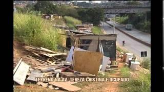 Terreno � ocupado por fam�lias �s margens da Avenida Tereza Cristina na capital