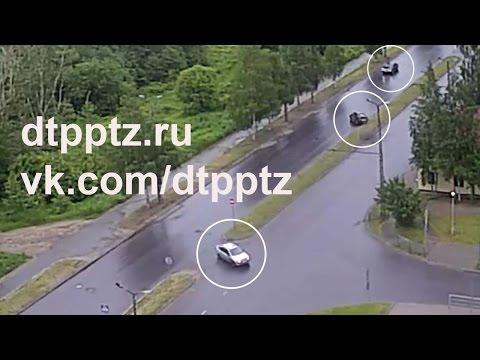 На Варкауса легковой автомобиль врезался в дерево