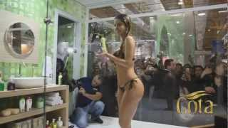 Ducha sexi en publico modelo Claudia Colucci view on youtube.com tube online.