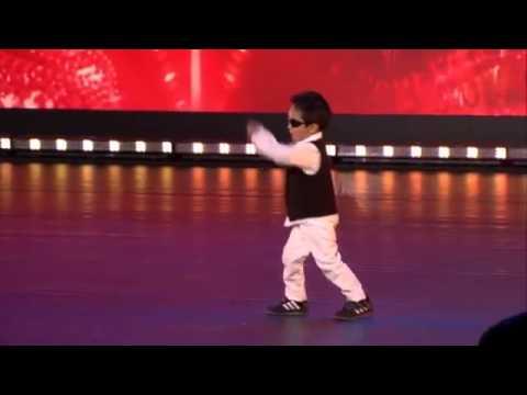 [Funny] Cậu bé 4 tuổi nhảy Gangnam Style và Gentleman tại Belgium's Got Talent