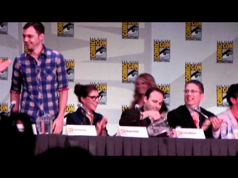 Comic Con 2011 The Big Bang Theory Panel Clip 1
