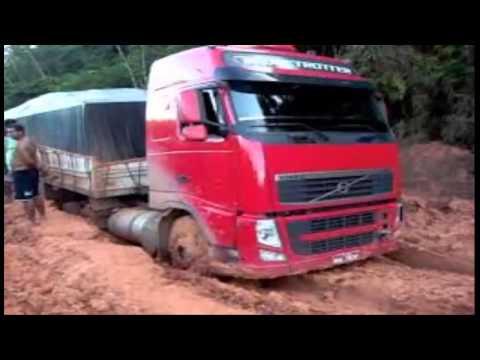 caminhoes atolados na trans amazonica