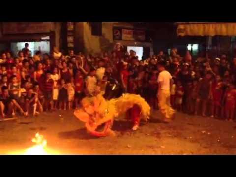 Múa Lân phun lửa
