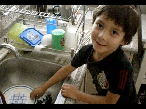 C mo lavar los trastes how to wash the dishes youtube for Trastes de cocina