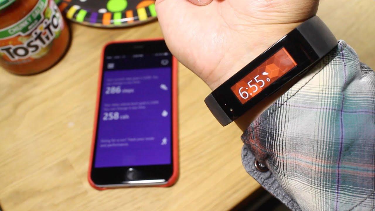Jak vypadá párování fitness náramku Microsoft Band s iPhonem (Video)