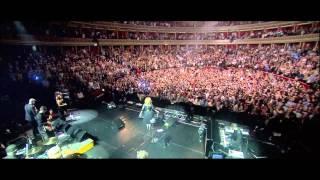 WOW inilah kemeriahan konser adele Rolling In The Deep yang liat pasti kagum.... Bagi Penggemar adele dll WOW ya.... :-)