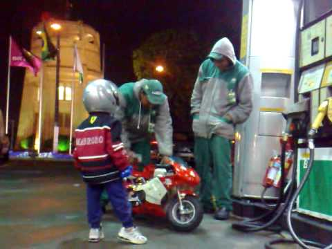 mini moto acidente posto de gasolina
