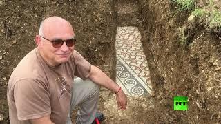 اكتشاف فسيفساء رومانية تحت كرم عنب في