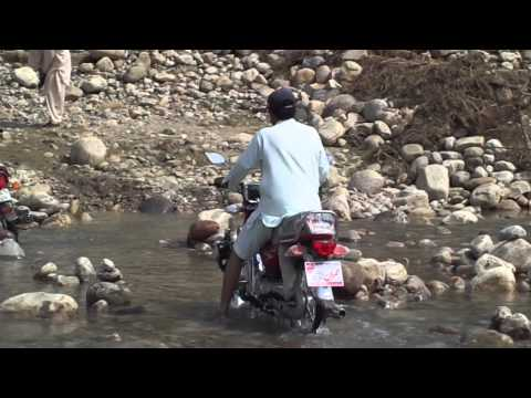 Doctort Akber Baloch driving Unique CD 70 Bike in Koh e Sulaimān tamun Buzdar Baloch