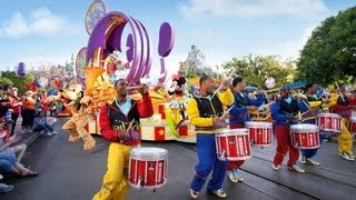 Mickey's Soundsational Parade At Disneyland (in HD)