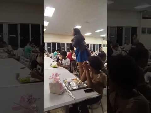 Estudante pede companheira em casamento no restaurante da Ufb