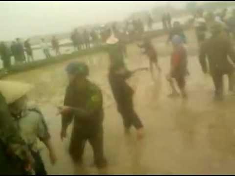 Xung đột dân và chính quyền xã ở xã Phú Túc.